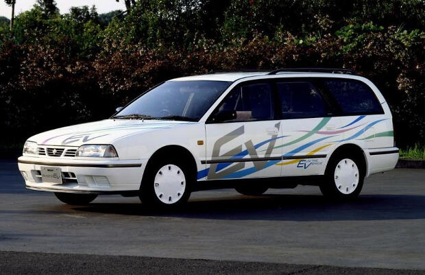 Nissan-Avenir-1994