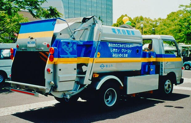 Nissan Garbage Collecting Truck-1988