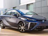Toyota заявил, что гибриды лучше электромобилей