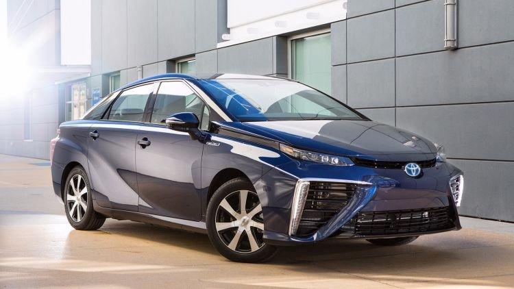 Директор исследовательского центра Toyota заявил, что гибриды лучше электромобилей
