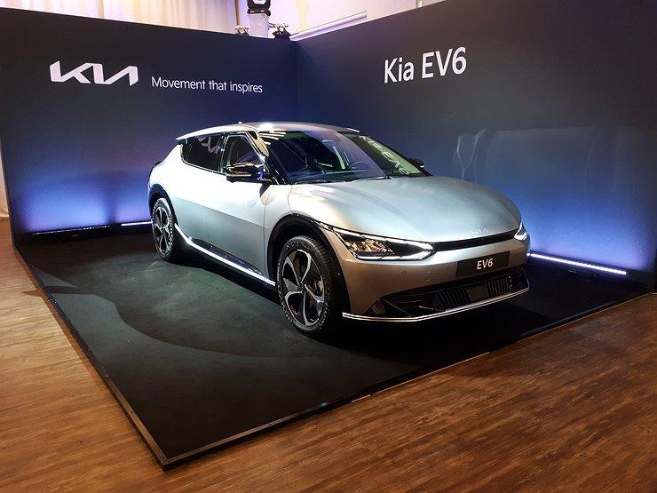 KIA представила электрический кросс-хэтчбек EV6